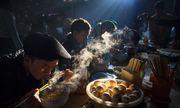 """Nhiếp ảnh gia Việt thắng giải ảnh quốc tế với tác phẩm """"Bữa sáng chợ phiên"""""""