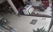 Clip: Chủ cửa hàng ngủ say, trộm lấy ví rồi thản nhiên đi ra như... vị khách