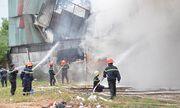 Sài Gòn: Lực lượng PCCC phá tường, dập lửa cứu xưởng may