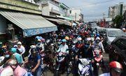 """Hậu nghỉ lễ: Cửa ngõ Sài Gòn kẹt cứng, người dân """"tay xách nách mang"""" về thủ đô"""