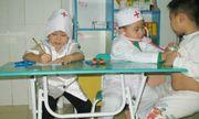2 bé trai nhập viện cấp cứu suýt chết vì chơi trò đóng giả bác sĩ