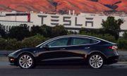 """Tesla lỗ triền miên, cần thêm đến 2.000 tỉ USD để """"sống sót"""" qua năm 2018"""