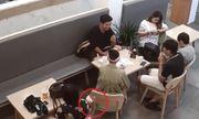 Clip: Camera ghi hình bé gái trộm túi xách trong quán trà sữa gây xôn xao
