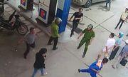 Quảng Ninh: Triệu tập người đàn ông đánh tới tấp nhân viên bán xăng