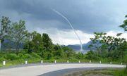 Video: Vòi rồng hút nước từ hồ thủy điện lên trời ở Quảng Trị