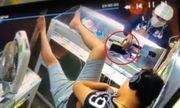 Video: Tên trộm táo tợn và tận cửa hàng lấy điện thoại