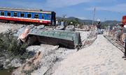 Vụ tàu chở 400 khách bị lật ở Thanh Hóa: Công an mời 2 gác chắn đường sắt để điều tra