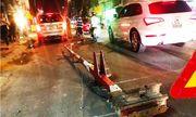 TP.HCM: Thót tim vì ô tô húc văng thanh gác chắn, suýt đâm tàu hỏa