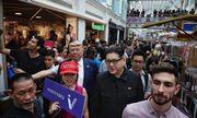"""Bộ đôi Kim - Trump """"hàng nhái"""" thu hút sự chú ý đặc biệt tại Singapore"""
