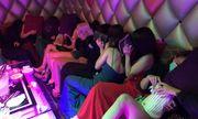 Đột kích khách sạn, phát hiện nhiều nữ tiếp viên ăn mặc hở hang