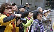 2 nữ du khách Trung Quốc bị mời khỏi nhà hàng ở Nhật Bản vì cách ăn