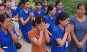 Nghệ An: Đề nghị công an vào cuộc vụ nhiều giáo viên mầm non quỳ gối trước xe cán bộ