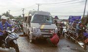 Xe khách bị lật ở Sài Gòn, hàng chục người kêu cứu