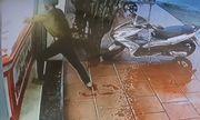 Vụ cướp 20 dây chuyền vàng trong 3 giây: Camera ghi hình nghi phạm