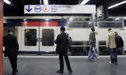 Pháp: Bé trai sinh ra trên tàu điện nhận món quà đặc biệt khó ai ngờ tới