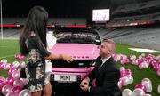 Màn cầu hôn ấn tượng bằng bóng bay hồng  trời và xế