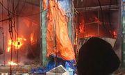 Video: Chợ Sóc Sơn bốc cháy dữ dội, thiêu rụi hàng trăm gian ki ốt