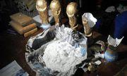 Băng đảng Argentina giấu 12 kg ma túy trong bản sao cúp vàng World Cup