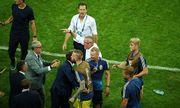 """Video: Ban huấn luyện đội tuyển Đức và Thụy Điển lao vào nhau xô xát, cãi vã """"om sòm"""""""
