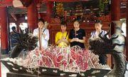 Trước ngày thi THPT quốc gia: Nườm nượp sĩ tử đến cầu may tại Văn Miếu