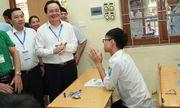 Bộ trưởng Phùng Xuân Nhạ xuống điểm thi động viên các thí sinh