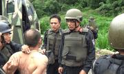 Video: Cảnh sát dùng xe bọc thép đột kích sào huyệt của