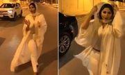 Gió thổi bay áo, nữ MC bị điều tra với lý do vi phạm quy định trang phục
