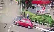 Nga: Tài xế ngủ gật lao xe lên vỉa hè, đâm thẳng vào đám đông người đi bộ