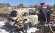 Ôtô Mercedes cháy trơ khung giữa tiết trời nắng nóng 40 độ C