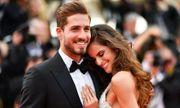Video: Kết thúc World Cup sớm, thủ thành điển trai của Đức cầu hôn người tình siêu mẫu
