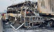 Hiện trường vụ xe khách và container cháy trên vành đai 3, một người tử vong