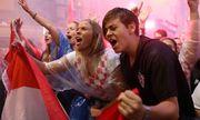 CĐV Croatia vỡ òa sung sướng, ăn mừng chiến thắng World Cup lịch sử