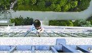 """Video: """"Người nhện"""" 5 tuổi thoát chết thần kỳ sau khi rơi từ tầng 20"""