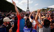 CĐV Pháp ăn mừng cuồng nhiệt ngày đội bóng đăng quang World Cup 2018
