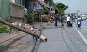 Hàng loạt cột điện bị đổ do lốc xoáy ở Vũng Tàu