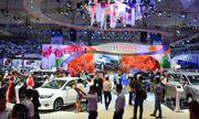 Khách hàng choáng váng vì nhiều hãng ô tô đột ngột tăng giá