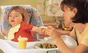"""Nguyên tắc """"sống còn"""" để bữa ăn của trẻ không còn là """"cuộc chiến"""""""