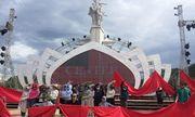Kỷ niệm 50 năm chiến thắng Ngã ba Đồng Lộc: Nghệ sĩ choàng áo nắng để ráp sân khấu