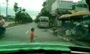 Video: Thót tim bé trai 3 tuổi