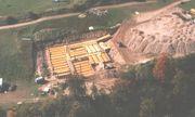 Cụ ông Canada chôn 42 xe buýt để làm hầm trú ẩn hạt nhân lớn nhất Bắc Mỹ