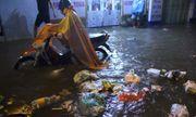 Người Hà Nội dầm mưa, bì bõm rẽ