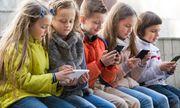 Dưới 15 tuổi, học sinh Pháp không được sử dụng điện thoại thông minh tại trường học