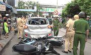 TP.HCM: Ô tô chạy lùi tông loạn xạ trên phố, 3 người nhập viện