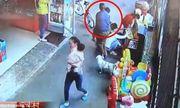 Video: Bé trai bị bắt cóc ngay chỗ đông người mà không ai phát hiện