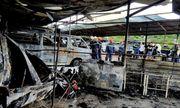 Cháy bãi đậu xe gần sân bay Tân Sơn Nhất, 3 ô tô bị thiêu rụi