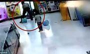 Video: Phẫn nộ cảnh bố đánh con gái dã man ở siêu thị chỉ vì gói bim bim