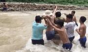 Nghệ An: Hơn 300 người bị cô lập vì nước lũ