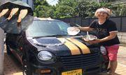 Video: Tròn mắt xem chàng thanh niên nướng thịt, rau củ trên mui xe