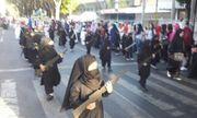 Cho trẻ mẫu giáo mặc trang phục IS diễu hành, trường Indonesia hứng chỉ trích