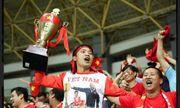 """CĐV U23 Việt Nam tại Indonesia: """"Chúng tôi ôm các cầu thủ hát vang bài Quốc ca, chung vui đến 2h sáng"""""""